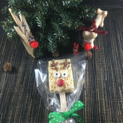 Easy Christmas Food Gift! Reindeer Pops will make you smile!